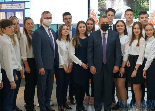 Юрий Борисов и Владислав Шапша высоко оценили искусственный интеллект в лицее «Держава»